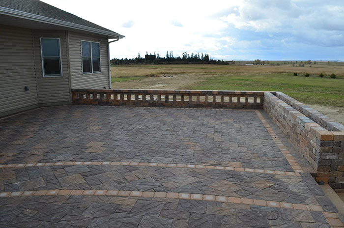 Hardscape-large-paver-patio-with-seating-wall