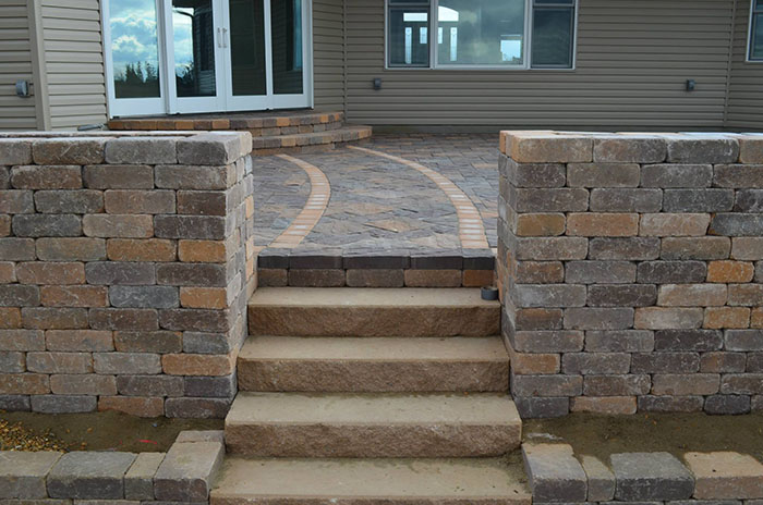 Hardscape-outdoor-living-space-and-steps