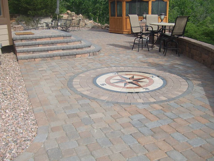 Hardscape-paver-patio-with-custom-steps-and-wall
