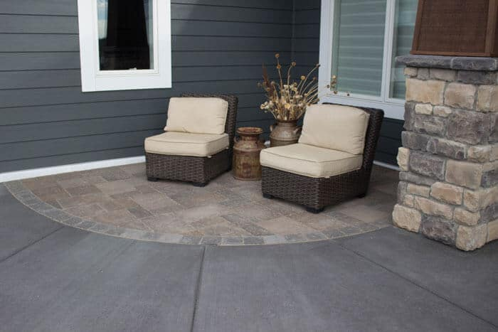 hardscapes-additional-seating-front-entrance